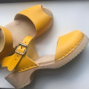Lotta's from Stockholm yellow low clog peep toe
